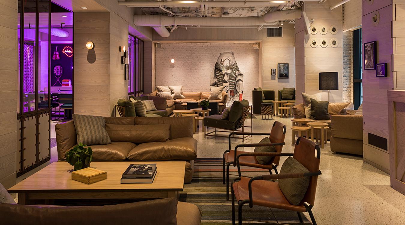MTS bar moxy lounge