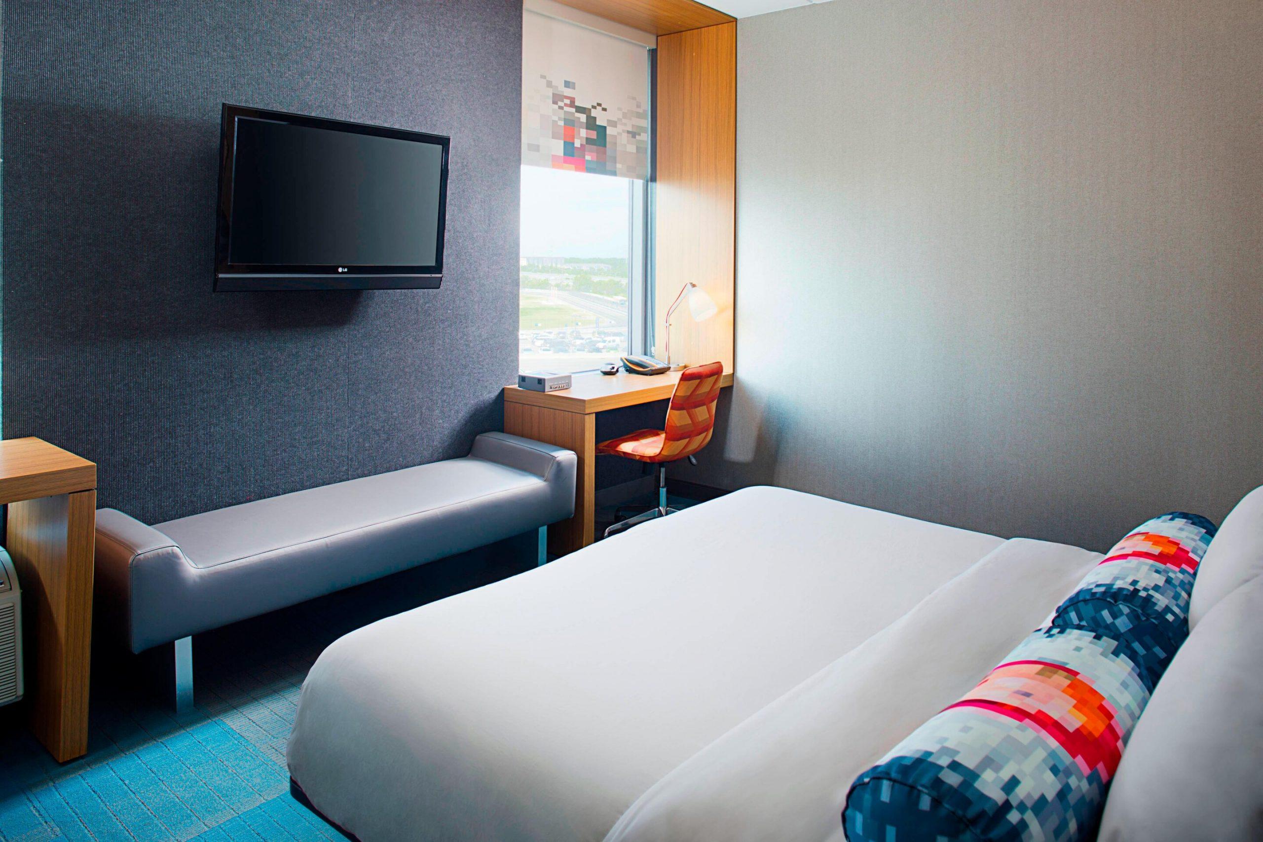 Aloft Philadelphia Airport_King Guest Room