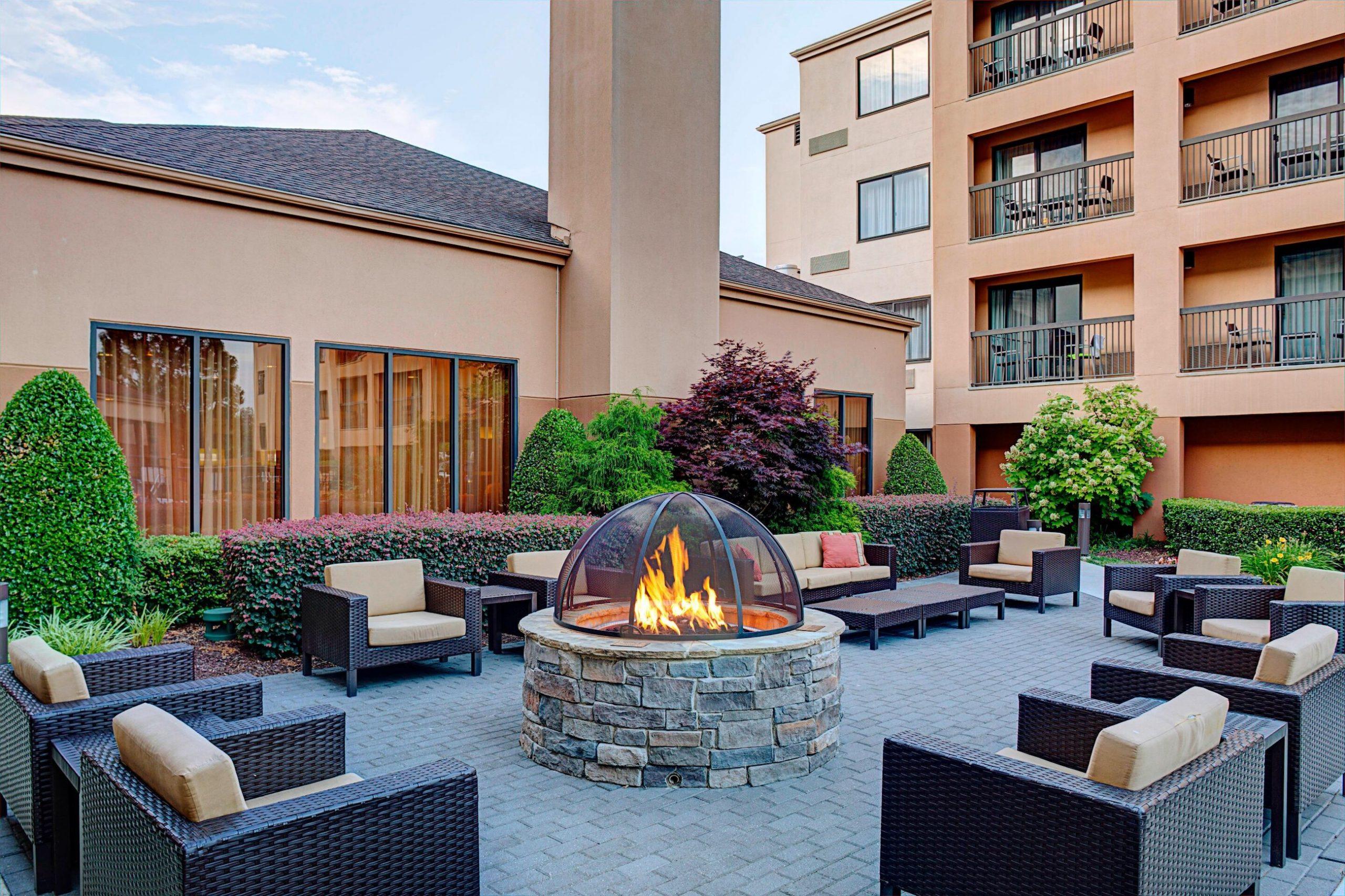 Courtyard Durham Near Duke University_Downtown_Outdoor Terrace _ Firepit