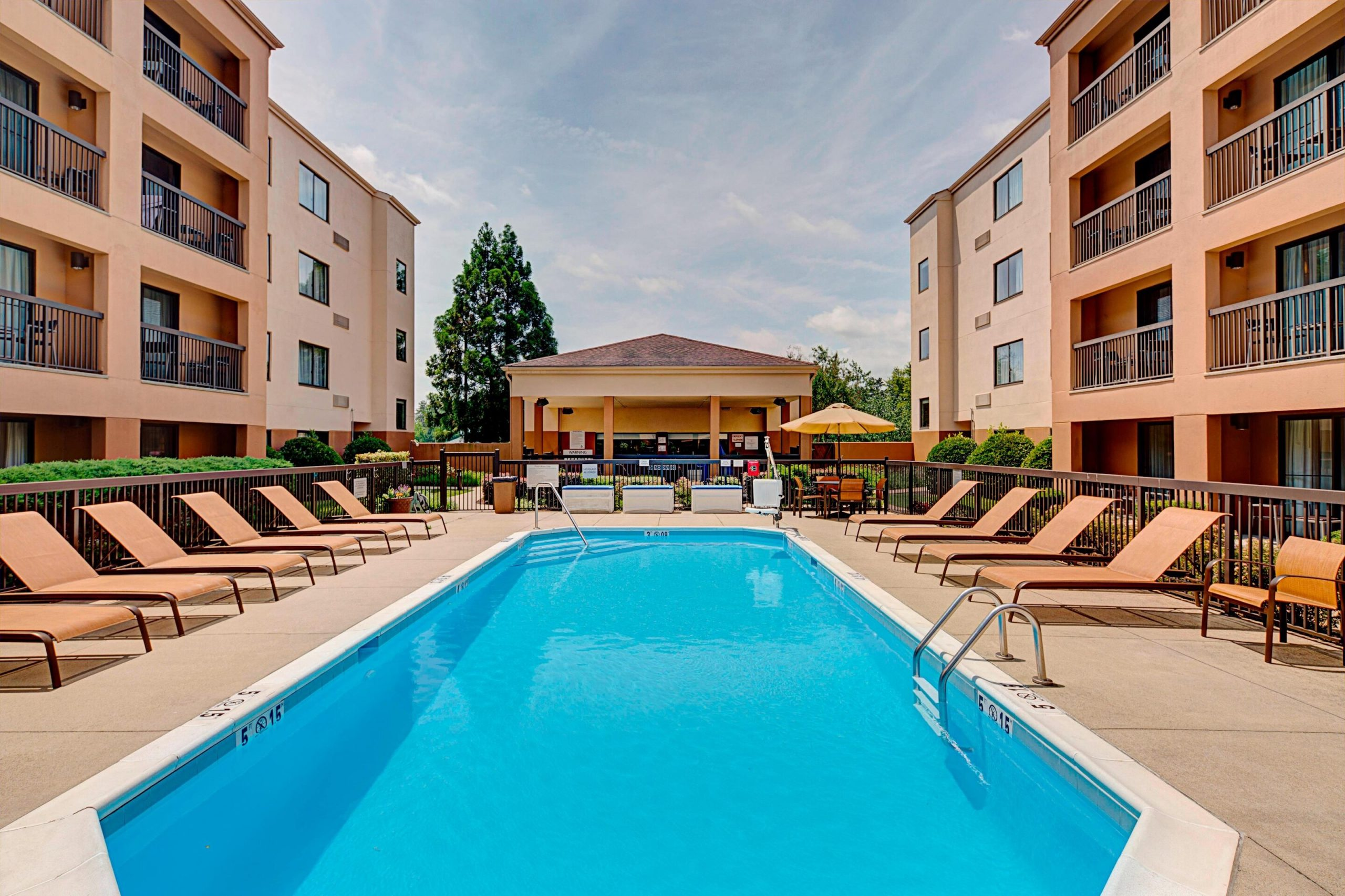 Courtyard Durham Near Duke University_Downtown_Outdoor Pool