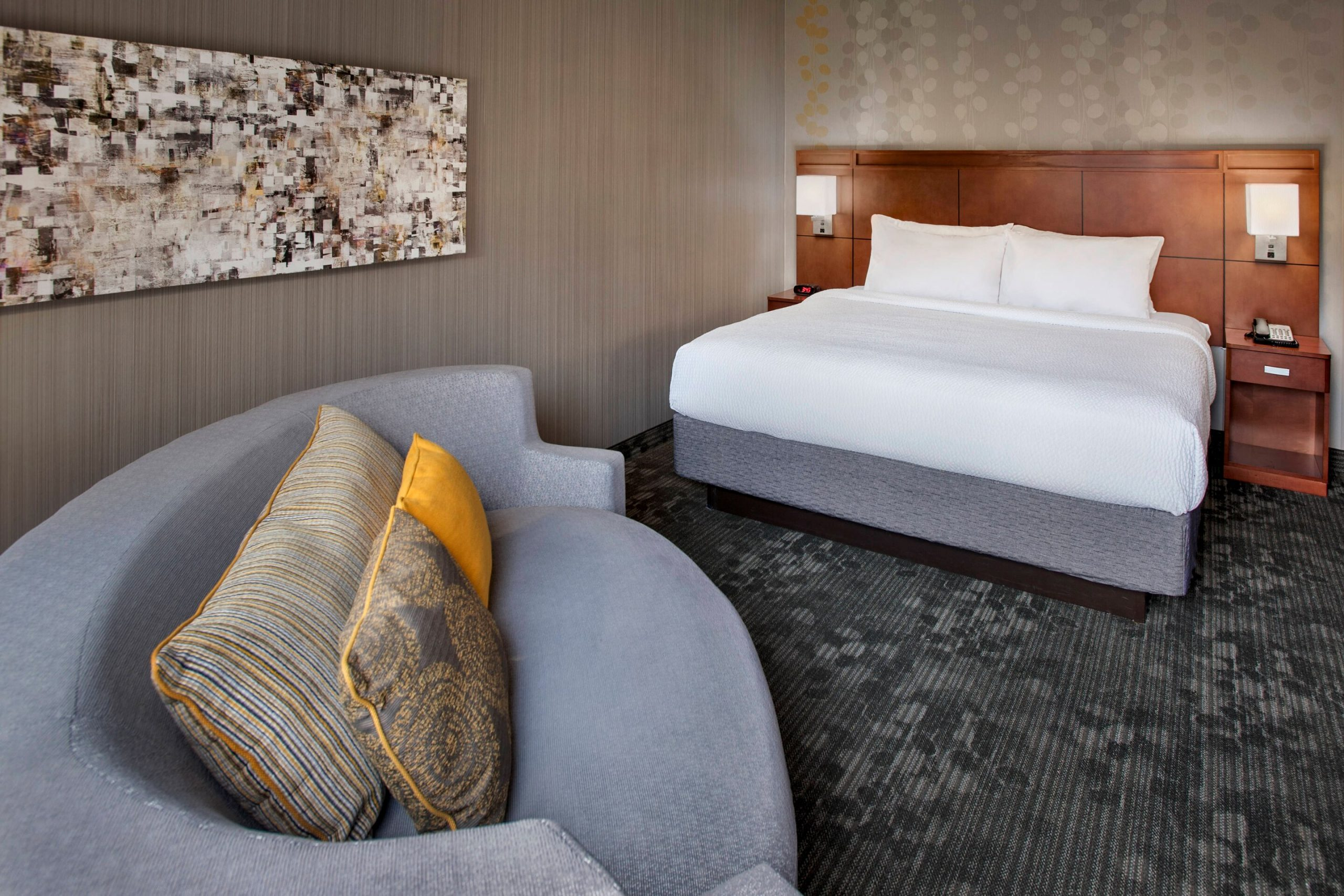 Courtyard Parsippany_King Guest Room
