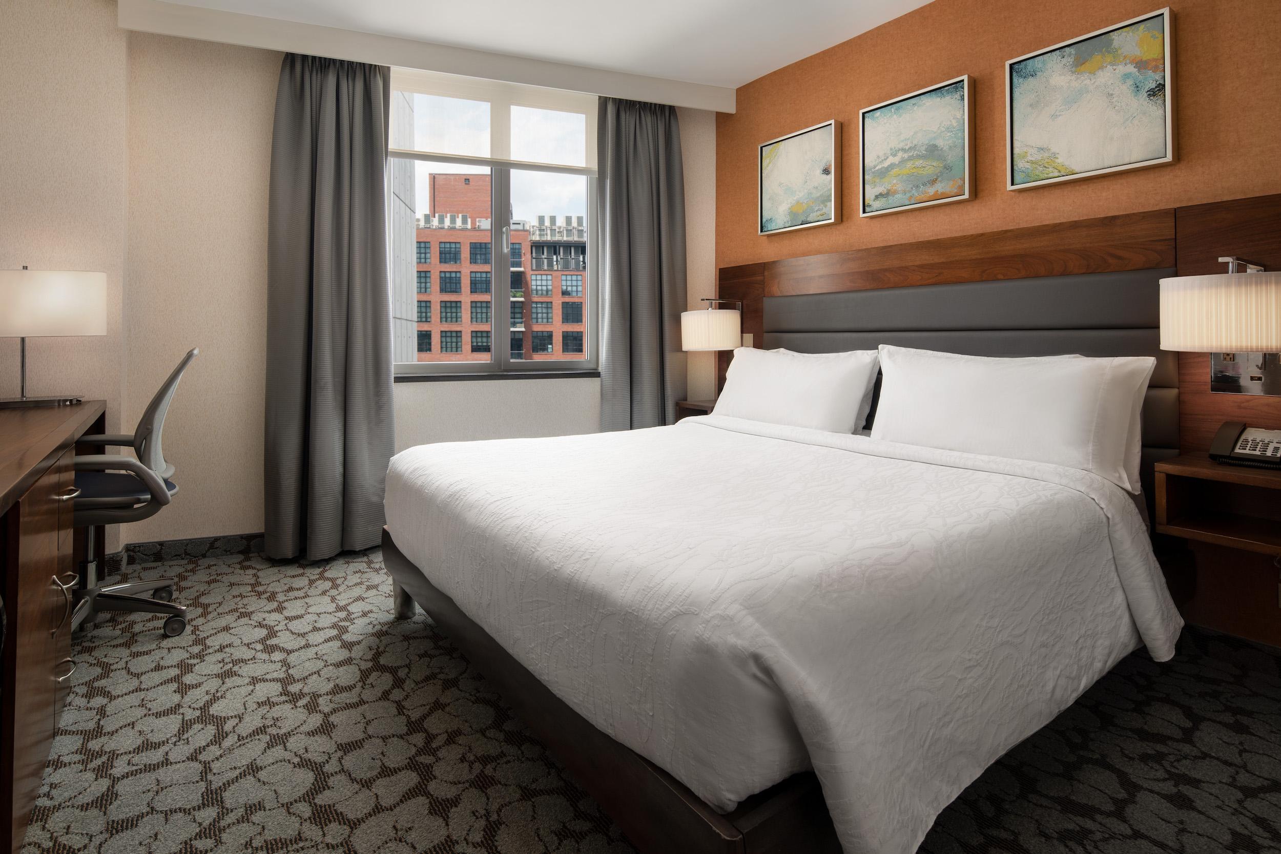 ISPIC_HGI_LIC_Standard_King_Room